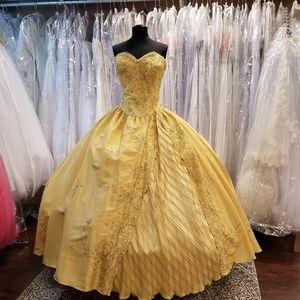 Dresses & Skirts - 💎HP💎 Golden Quinceanera Ballgown